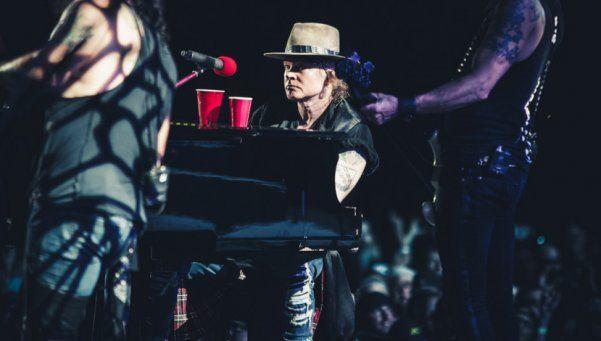 Video | Fantasma tocó el piano con Axl en show de Guns N Roses