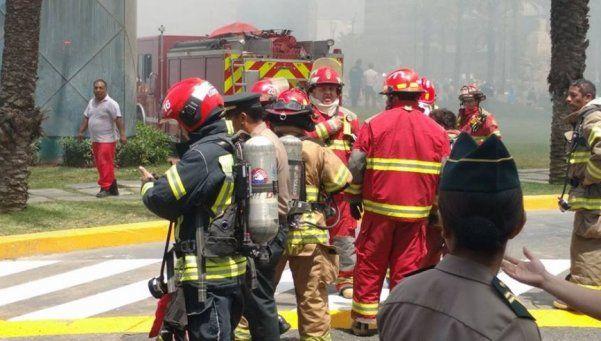 Perú: 4 muertos y 7 desaparecidos por incendio en un centro comercial