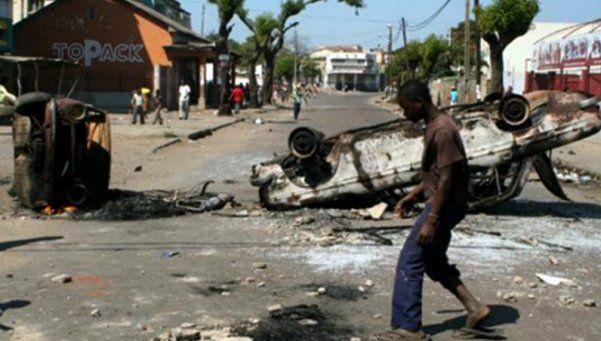 Al menos 73 muertos al explotar camión cisterna en Mozambique