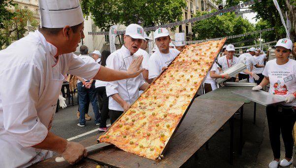 Un nuevo récord argentino: la pizza solidaria más larga del mundo