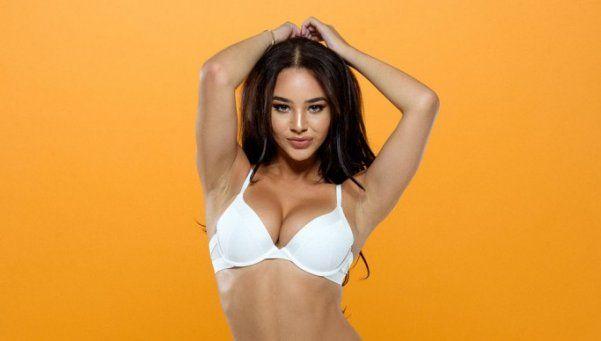 El increíble topless de Courtnie Quinlan