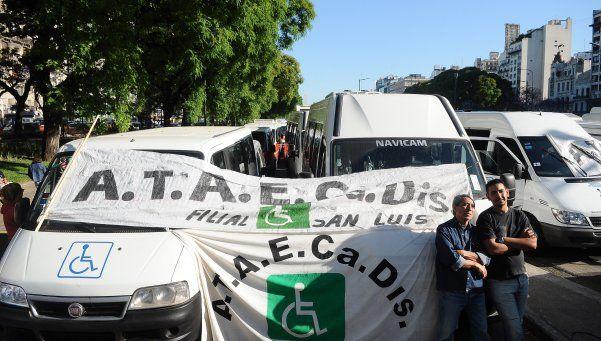 Dueños de combis protestaron durante la mañana en el centro porteño