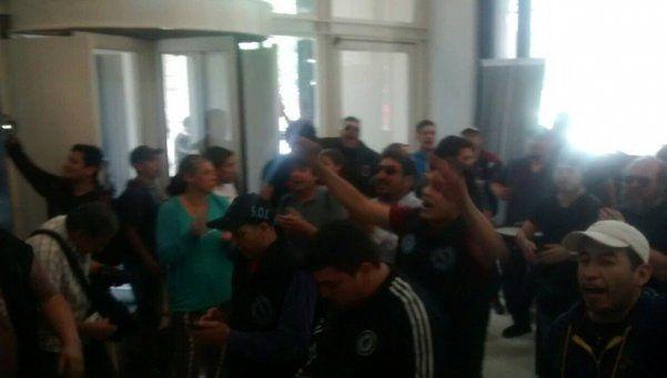 Trabajadores de cooperativas ocupan el ministerio de Energía