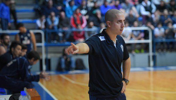 Caza y Pesca y Hacoaj abren las semis en basquet