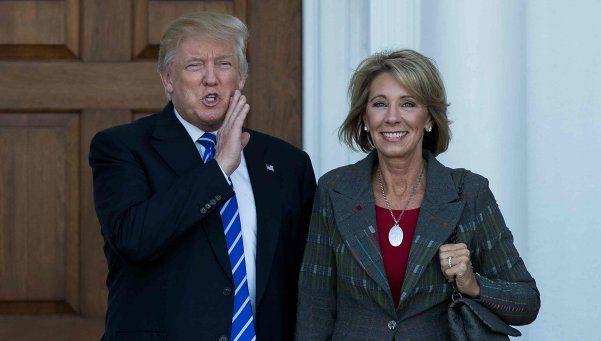 Nada misógino, Trump pone a dos mujeres en su gabinete