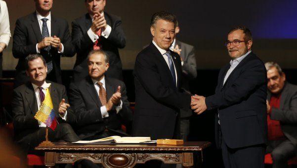 Santos y las FARC firmaron un nuevo y definitivo acuerdo de paz