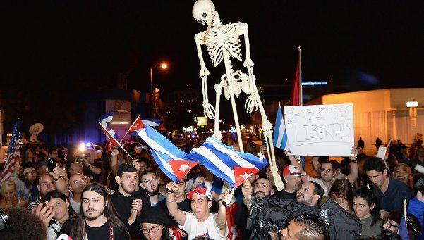 En Miami, celebraron la muerte de Fidel con champaña y bocinazos