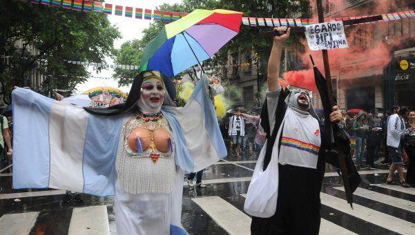Pese al mal tiempo, la XXV Marcha del Orgullo LGBTIQ fue multitudinaria y colorida