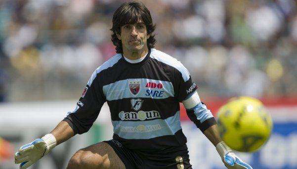 Se retiró el último arquero argentino en hacer un gol de tiro libre