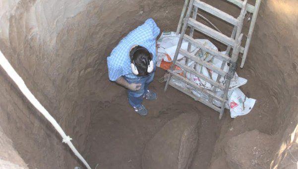 Estaban cavando un pozo y encontraron un dinosaurio