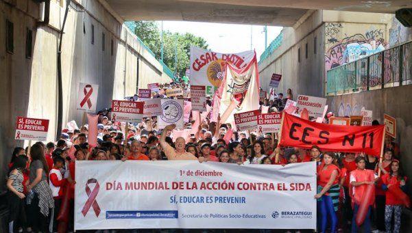 Estudiantes realizaron campañas 3.0 sobre SIDA
