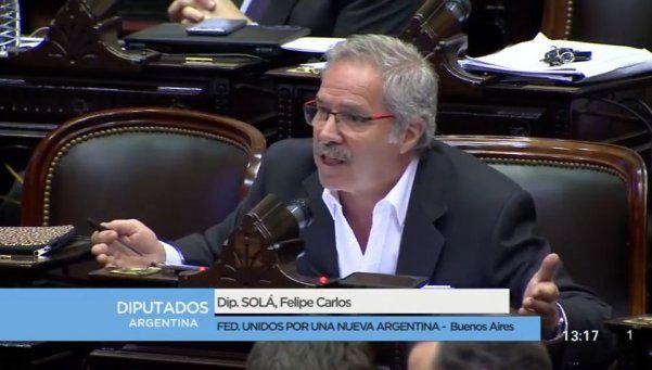 Solá, duro con Macri: El niño mimado quiere que su papi pueda blanquear