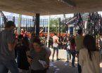 Se plantó Mickey: paro y movilización de empleados de Disney en Pilar