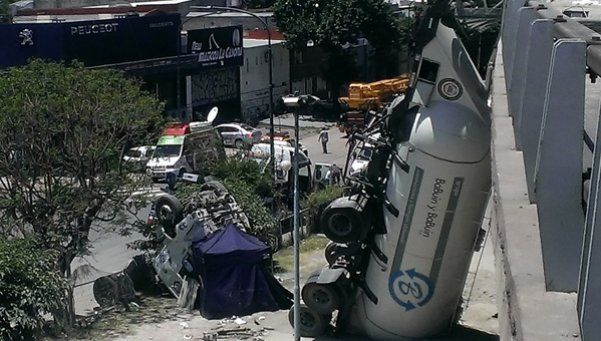 Camionero perdió el control, cayó y murió en la Perito Moreno