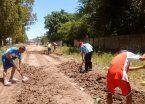 Aprovecharon los feriados para arreglar calles de su barrio