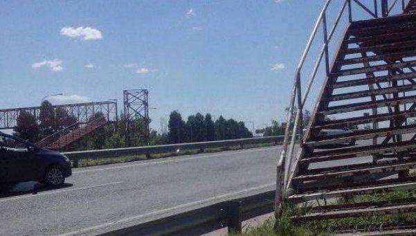 Hay unos 200 robos por día en los puentes peatonales