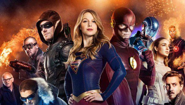 Cuatro series de superhéroes cruzan caminos en Warner
