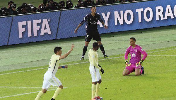 El video ref metió en un lío al árbitro