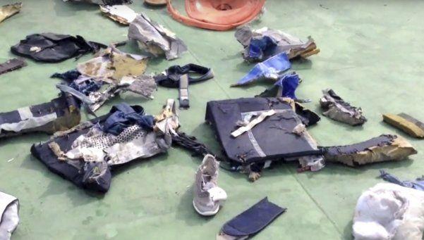 Tragedia de EgyptAir: hallan rastros de explosivos en las víctimas