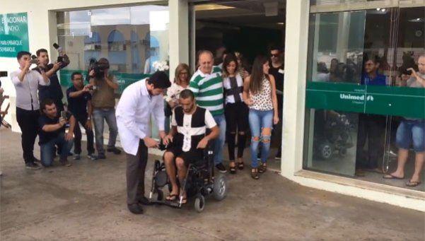 Video | Alan Ruschel, el primero en volver a casa tras la tragedia