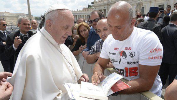 El ultramaratonista solidario que corre con la bendición del Papa Francisco