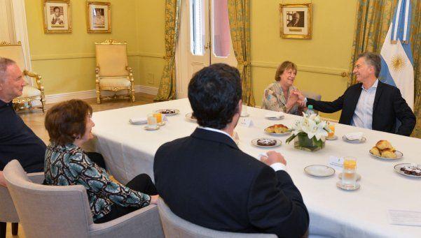 Macri desayunó con jubilados y ANSES se anticipó al brindis