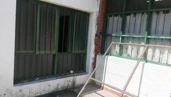 La Escuela 53 de Lanús fue atacada tres veces en horas