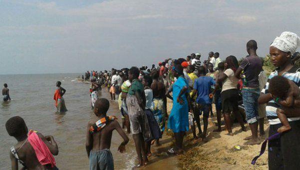 Uganda: mueren al menos 9 futbolistas tras naufragar su barco