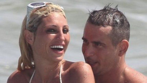 Fotos Hot   Vicky Xipolitakis: topless y... ¿sexo en la playa?