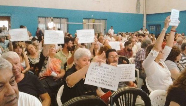 Vecinos de Haedo defienden parque de ex Avenida Gaona