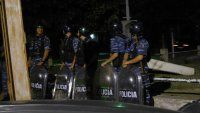 Desplazan a jefes policiales por la muerte de un joven