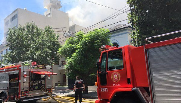 Incendio en fábrica de juguetes en Versalles: 17 heridos