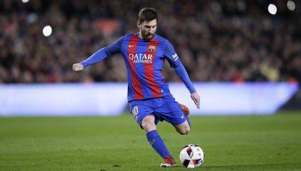 Barcelona, con una nueva genialidad de Messi, avanza en la Copa