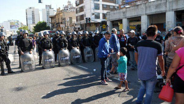 Luego de dos días, los manteros liberaron la avenida Pueyrredón