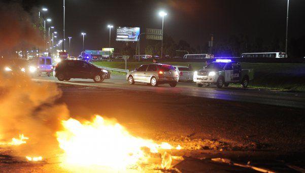 Tres horas de caos por piquete en la autopista a La Plata