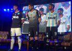 Racing presentó sus nuevas camisetas en Mar del Plata