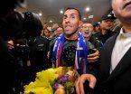 Video | Tevez revolucionó Shanghai en su llegada al aeropuerto