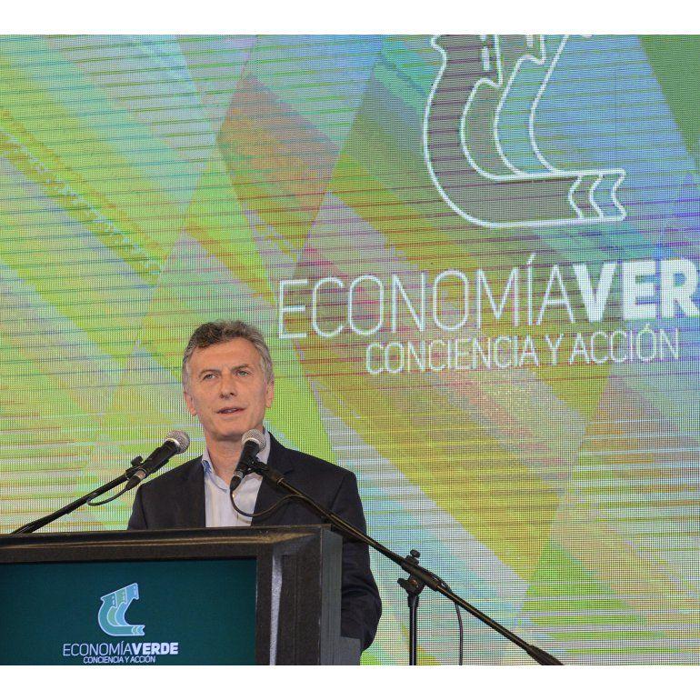 La imagen de Macri decae, aunque mantiene un saldo positivo