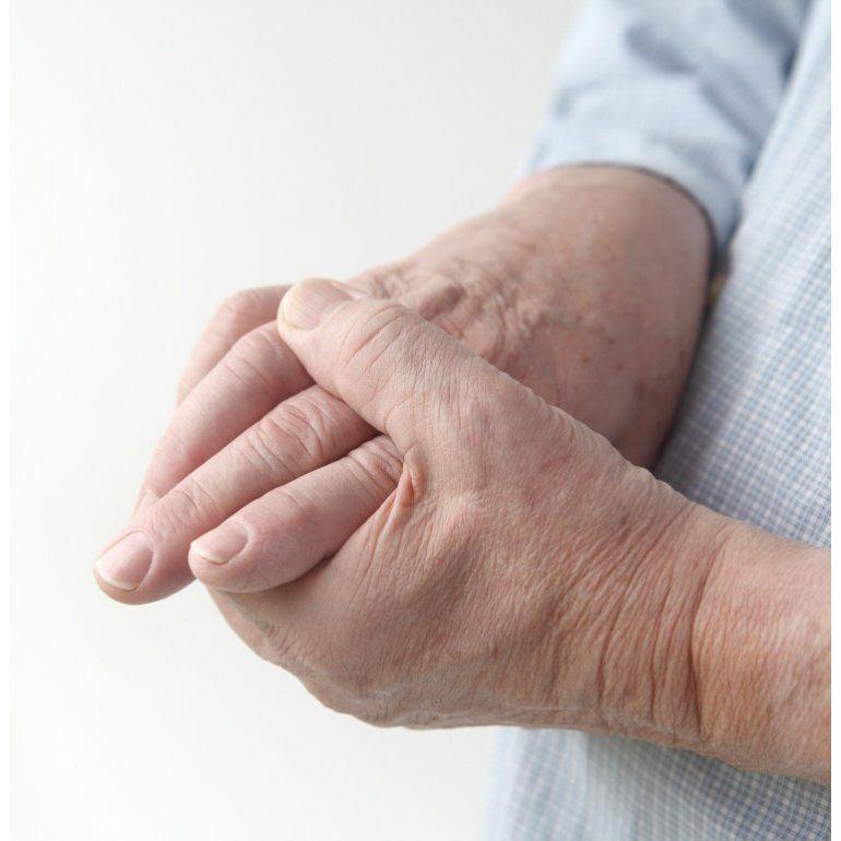hinchazon de manos por la manana