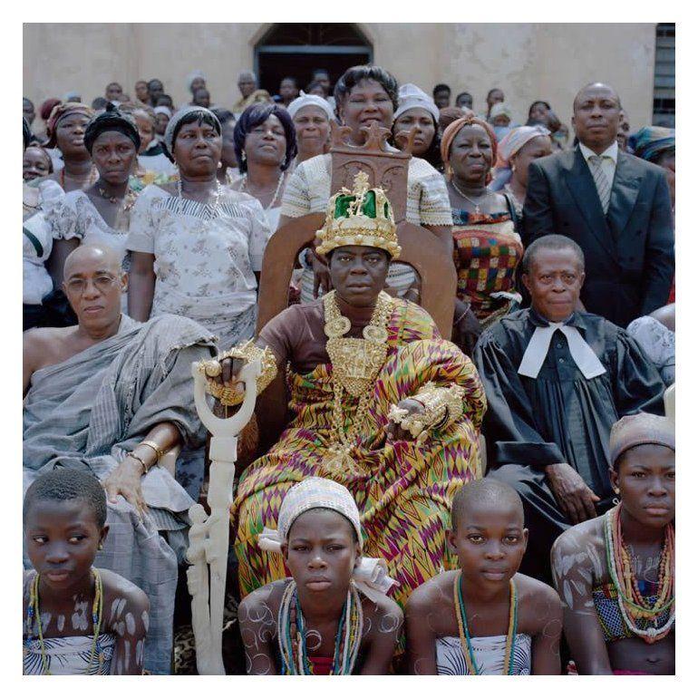 Rey africano gobierna a su tribu vía Skype desde Alemania