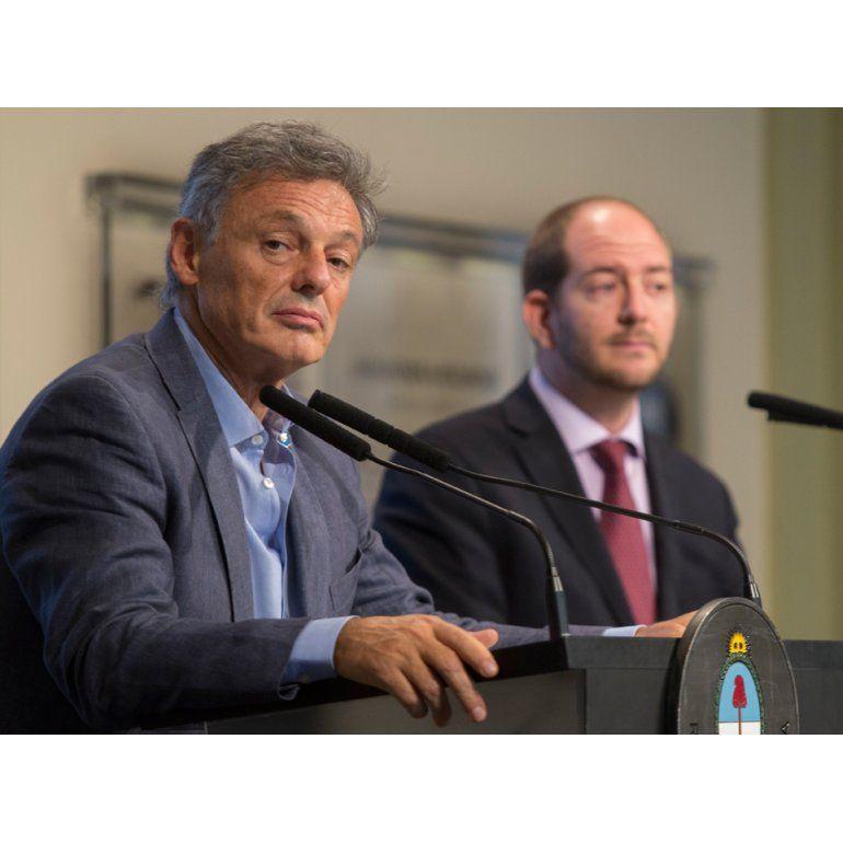 Francisco Cabrera y Miguel Braun anunciaron el plan para diferenciar precios de contado y en cuotas.