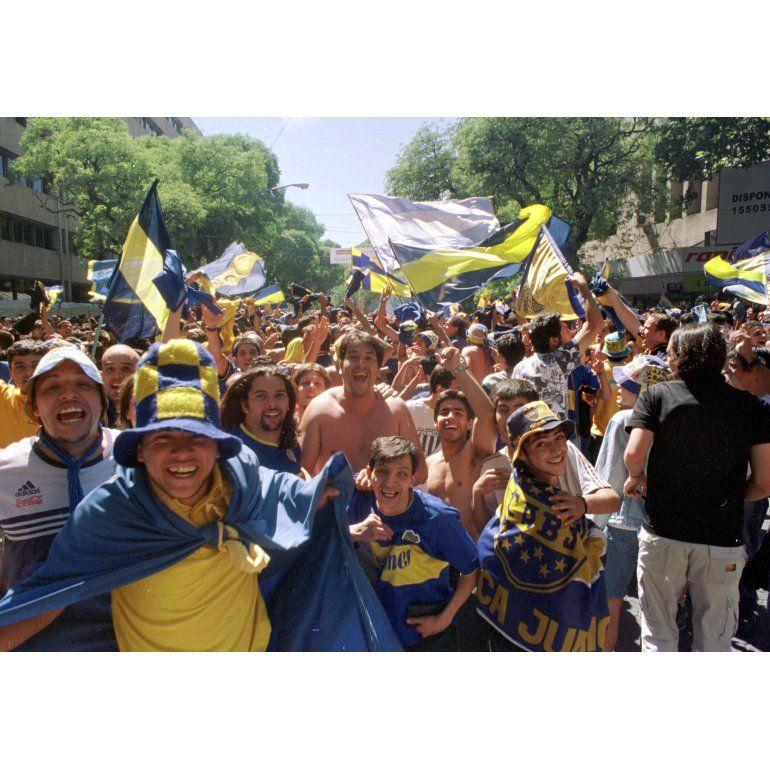 """Polémica por hinchas """"neutrales"""" en partidos de Boca y River"""