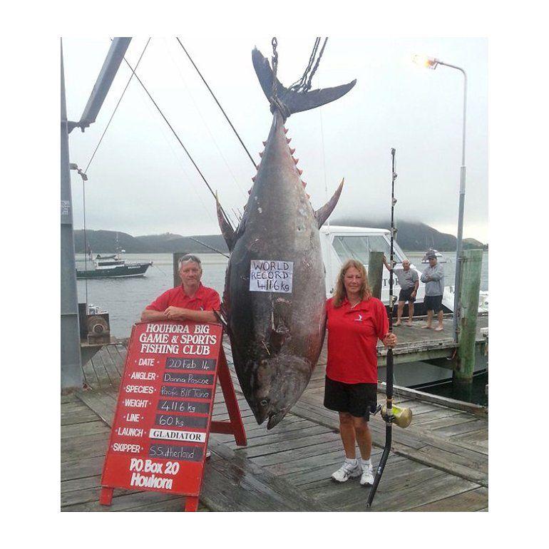 Mujer récord: pescó el atún más grande del mundo