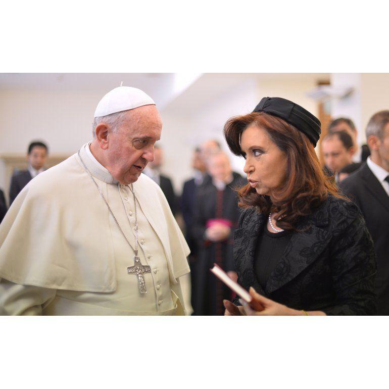 Cristina le obsequió al Papa Francisco un libro sobre Néstor