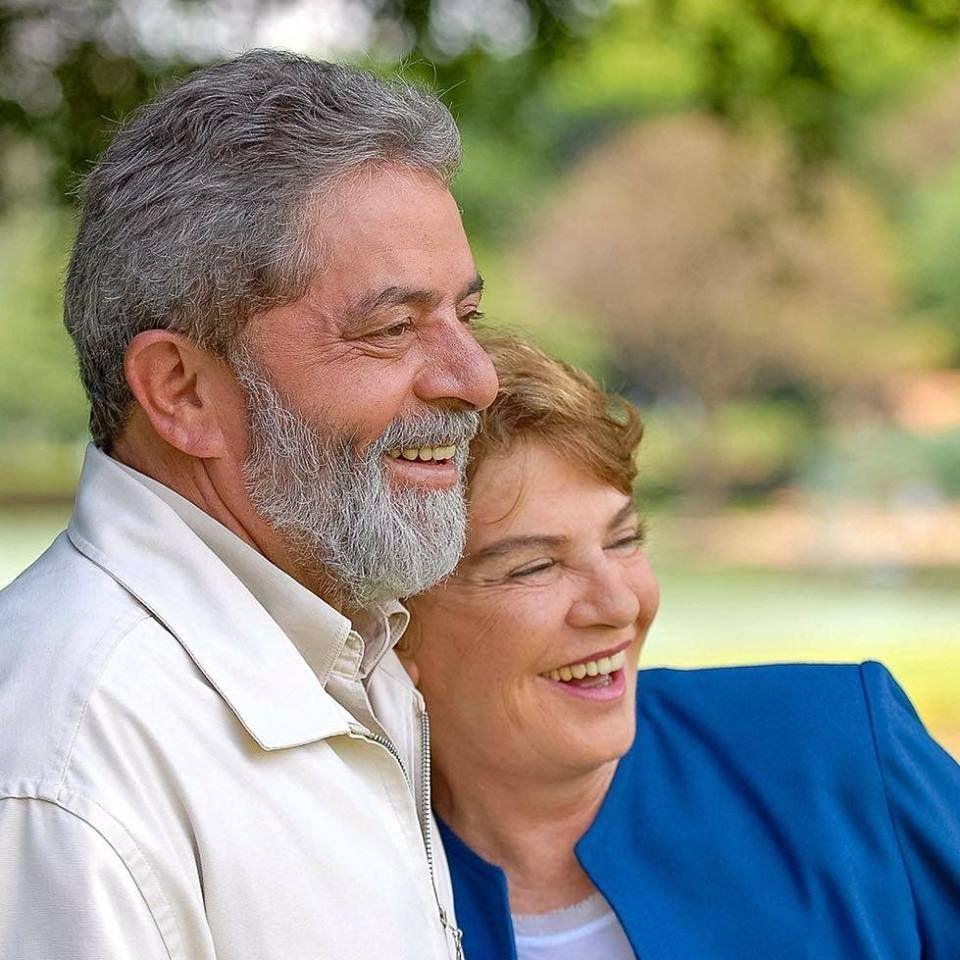 En medio de su crisis política, Lula dice que esposa fallecida le susurra