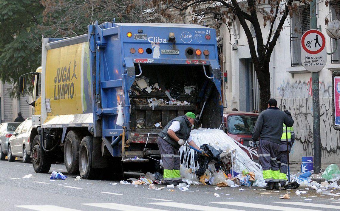 Qué servicios se ven afectados por el paro de camioneros
