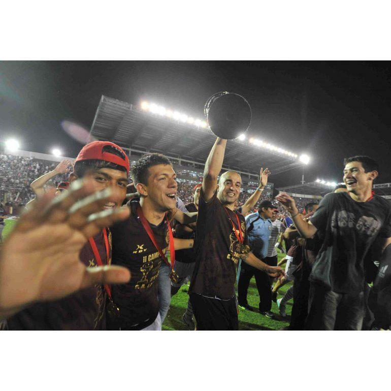 Jugadores de Lanús luego de consgrarse campeones de la Sudamericana