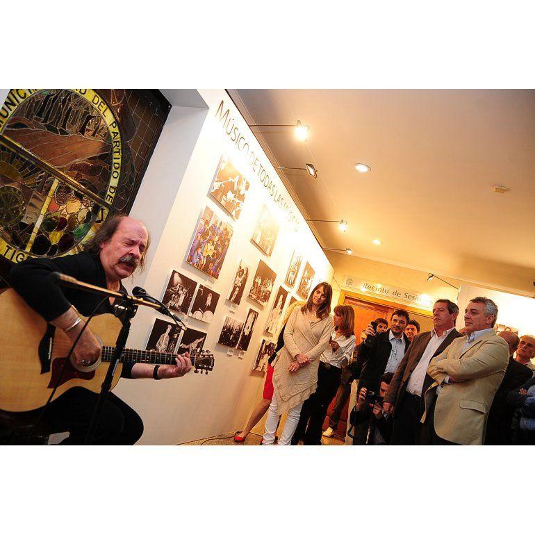 Se inauguró en el HCD de Tigre la muestra en homenaje a Litto Nebbia