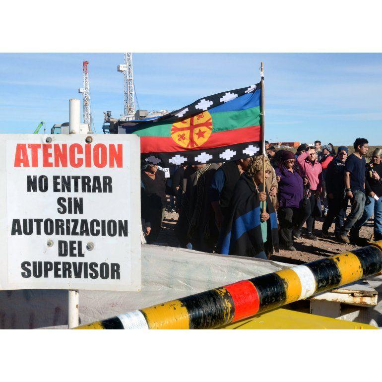 Mapuches bloquean planta de YPF en pleno conflicto por Chevrón