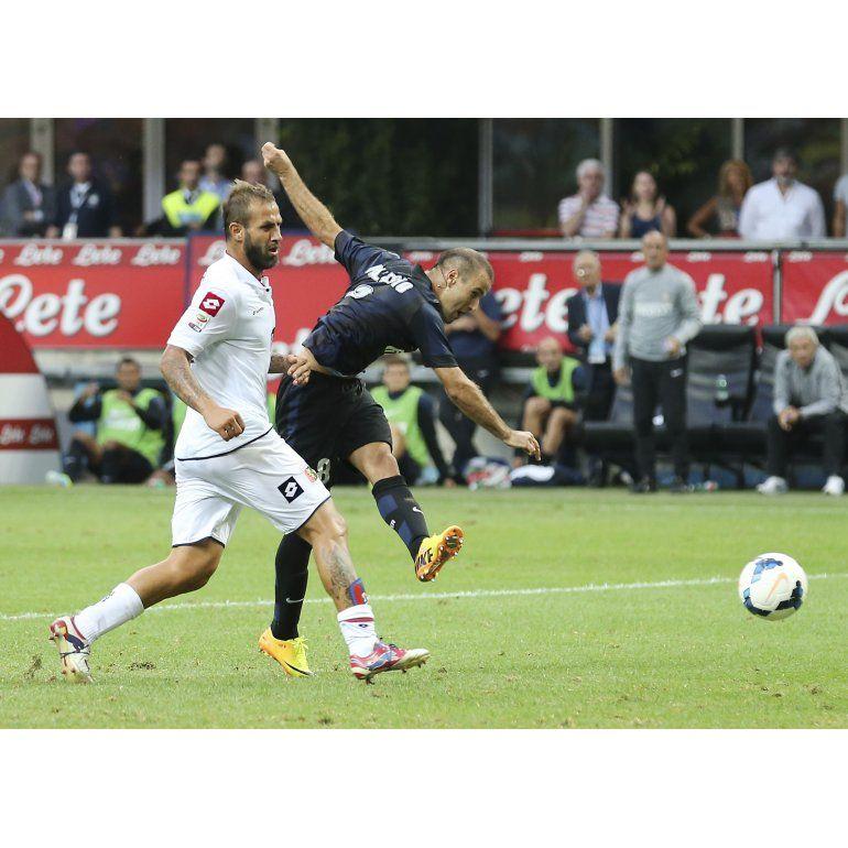 Higuaín debutó en el Napoli y Palacio marcó para el Inter